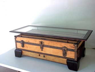 FLAT TOP STEAMER TRUNK COFFEE TABLE CODE # ATP101   SOLD